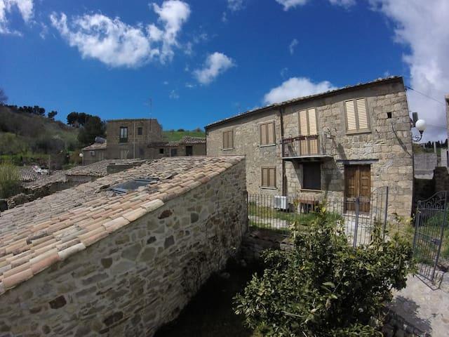 Casa degli Aranci - Piano terra - Bompietro - Ev
