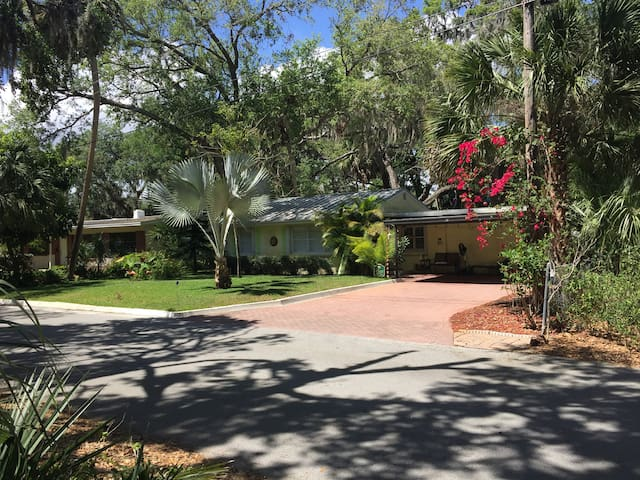 Private room in Rockledge/or house - Rockledge - Talo