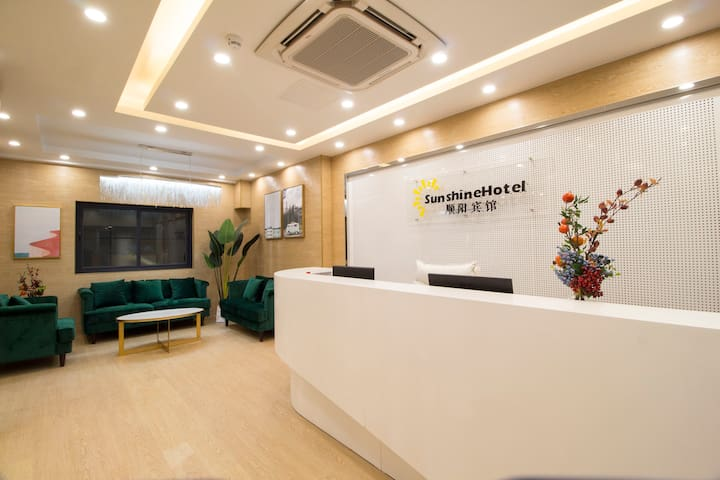 Luohu Dongmen Stylish Hotel Large Bed Room