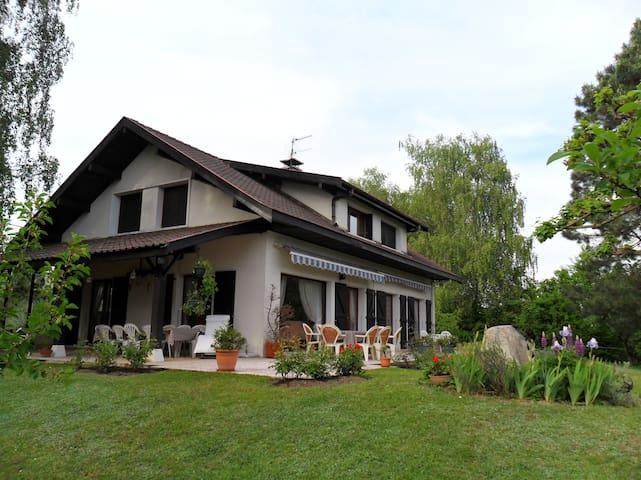 Grand appartement dans  maison,  10'Cointrin - Prévessin-Moëns - Huis