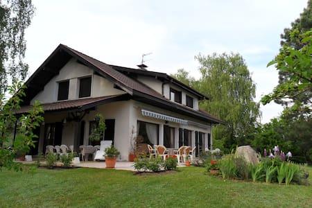 Grand appartement dans  maison,  10'Cointrin - Prévessin-Moëns