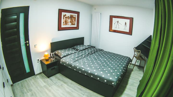 ✶ Modern ✶ Relaxing ✶ Bedroom in central area