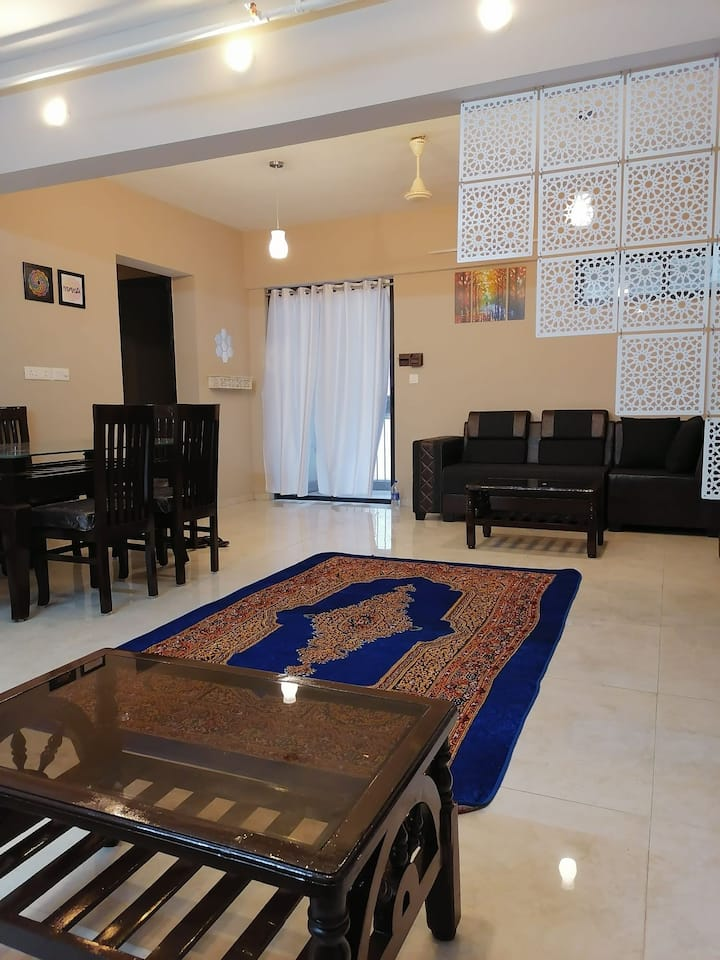 3BHK FULLY FURNISHED FLAT AT LAKESHORE GREENS.