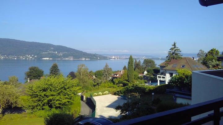 Appartement T3 avec belle vue sur le lac d'Annecy