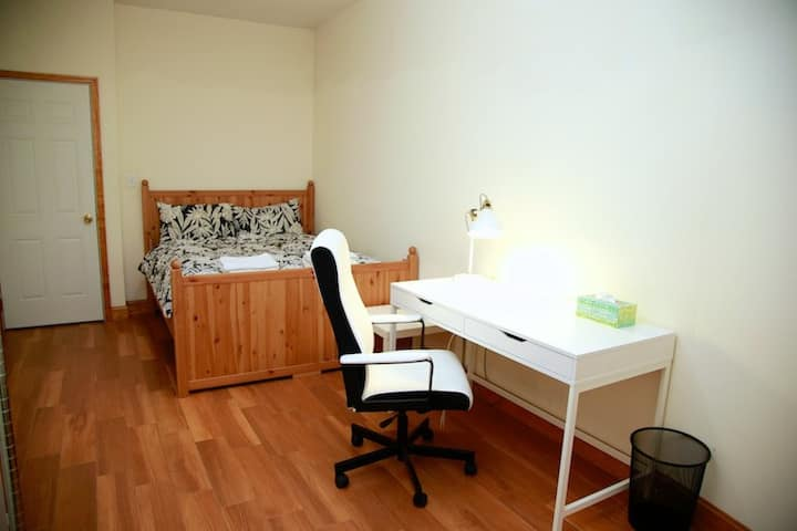Deluxe room in UWS, 2 mins walk to subway station