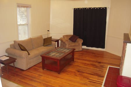 Pets Welcome! Charming 3 Bedroom Apartment. - Morgantown - Pis