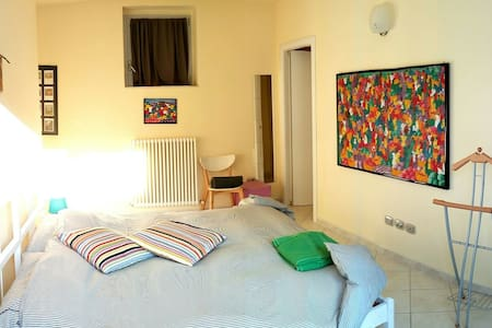 Room type: Private room Property type: House Accommodates: 5 Bedrooms: 1 Bathrooms: 1