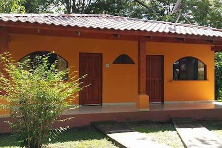 Guest house in a quiet environment - Potrero - House