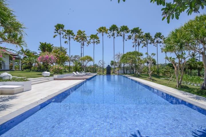 Serene & Stylish Tropical Villa, Pool + Kitchen