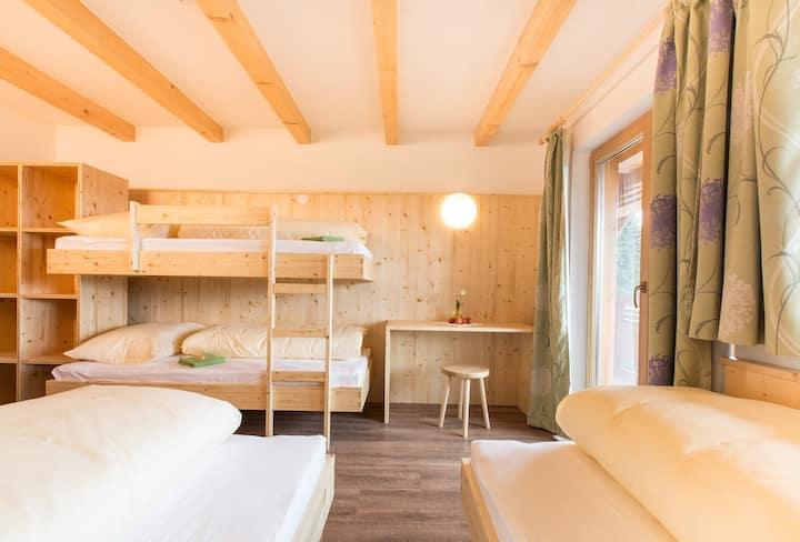 Gemütliches Mehrbettzimmer (4–7 Personen)