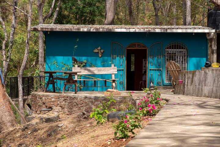 Colourful jungle house in Maderas 7 minutes walk