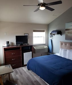 Hotel /Close to Milwaukee Newly Remodeled