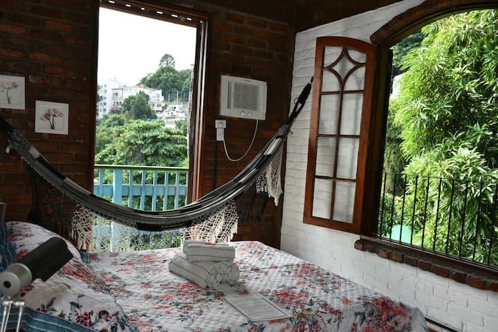 Suíte Ipanema - com varanda em Santa Teresa
