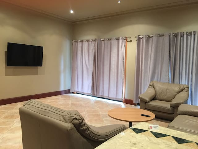 Deluxe One Bedroom Apartment - Middle Dural - Bed & Breakfast