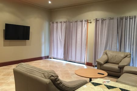 Deluxe One Bedroom Apartment - Middle Dural