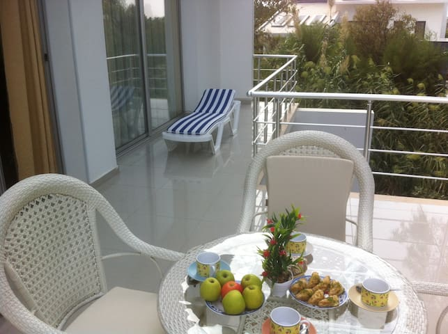 Apartments 2+1 with terrace near the beach - Girne - Apartemen