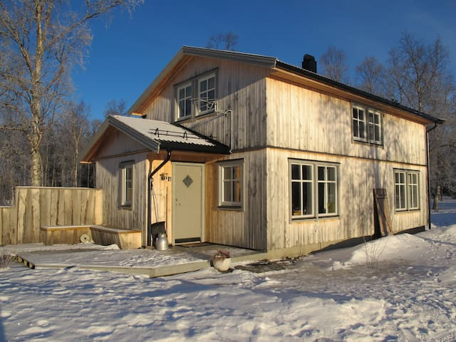 Single house, 4 bedrooms, 6 persons, 2 bathrooms - Bardu - Ev