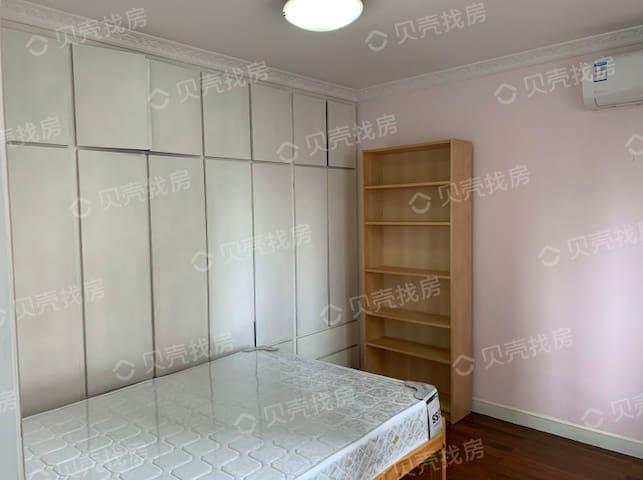 长宁区/价格相对便宜/每天杀毒/整租/性价比很高的一套房子/适合一家三口居室或者朋友合租