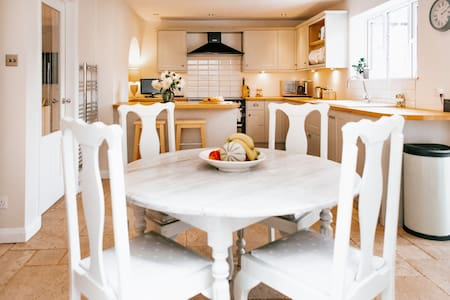 Immaculate, picturesque house in Cotswold village
