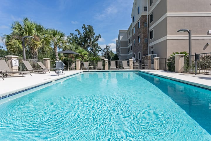 Relaxing Retreat!  2 Bedroom Suite in Tallahassee! Free Breakfast + 24h Business Center