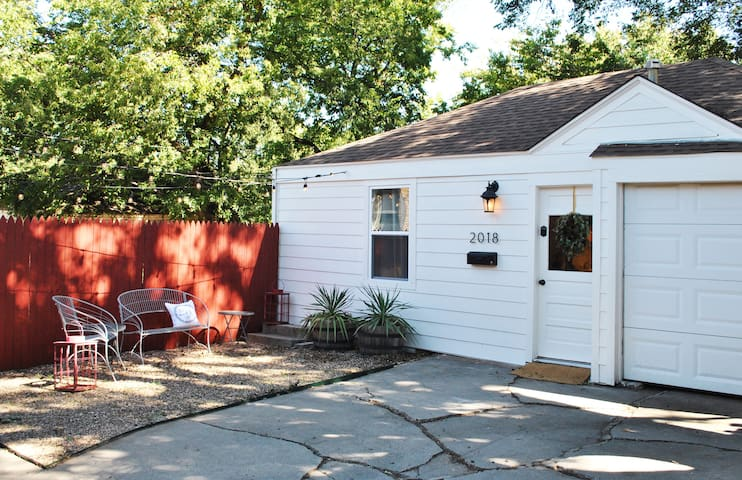 Plaza Cottage: Private Retreat in the Heart of OKC