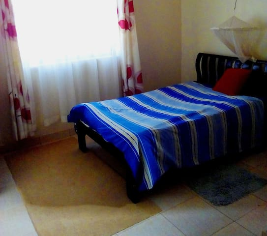 Private  self contained room in an appartment - Kampala - Appartamento