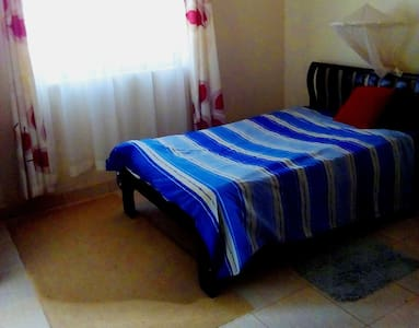 Private  self contained room in an appartment - Kampala - Appartement
