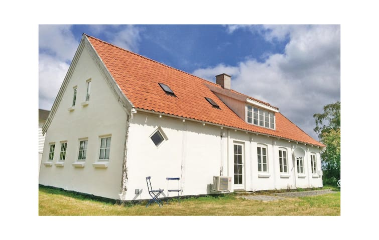 Former farm house with 4 bedrooms on 131 m²