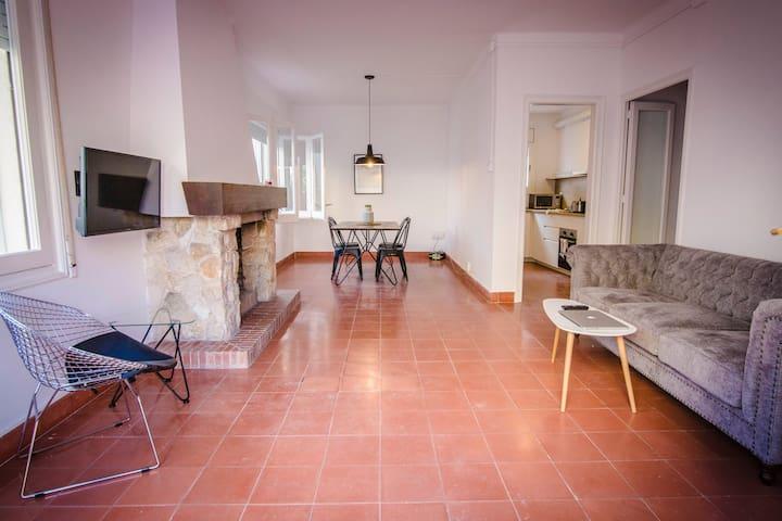 -Apartamento con terraza y jardín a 100m del mar