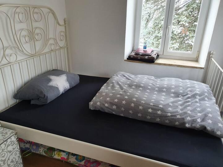 Einfaches Zimmer