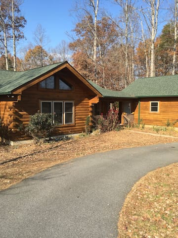 Log home with private downstairs for rent - Rutherfordton - Casa