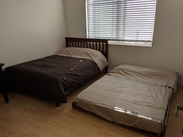 Private Room C close to UCI, Disneyland & beach