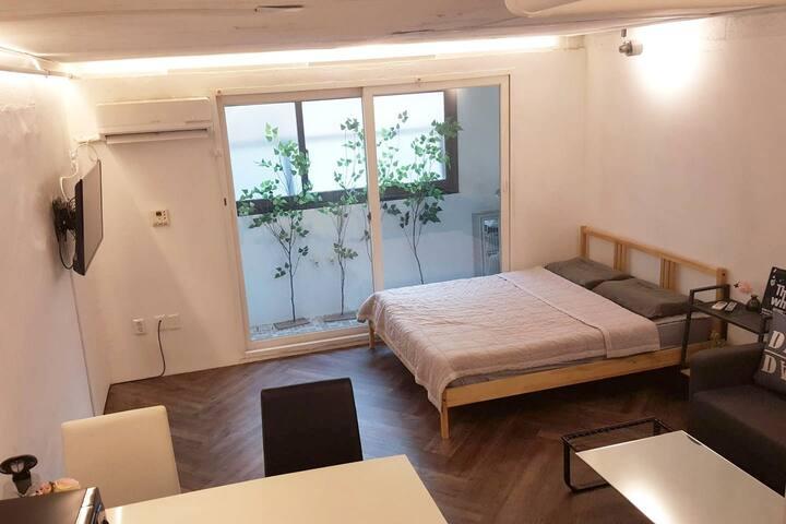 Sinsa Comfort House (Station 1 min & Garosugil)