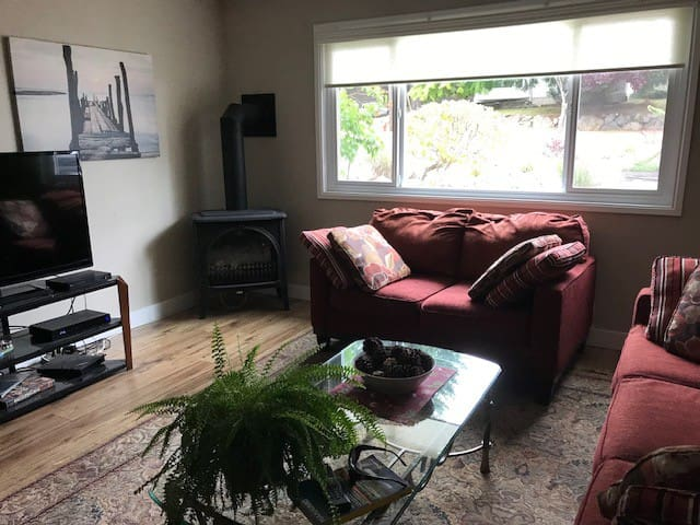 Lovely self-contained suite Uplands, Nanaimo!
