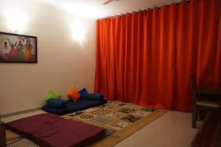 RiGo-2-Modern, New, Comfy, fresh air, Sunny, Cosy - Noida - Apartamento