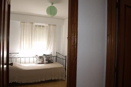 Charming and modern Single Room - València