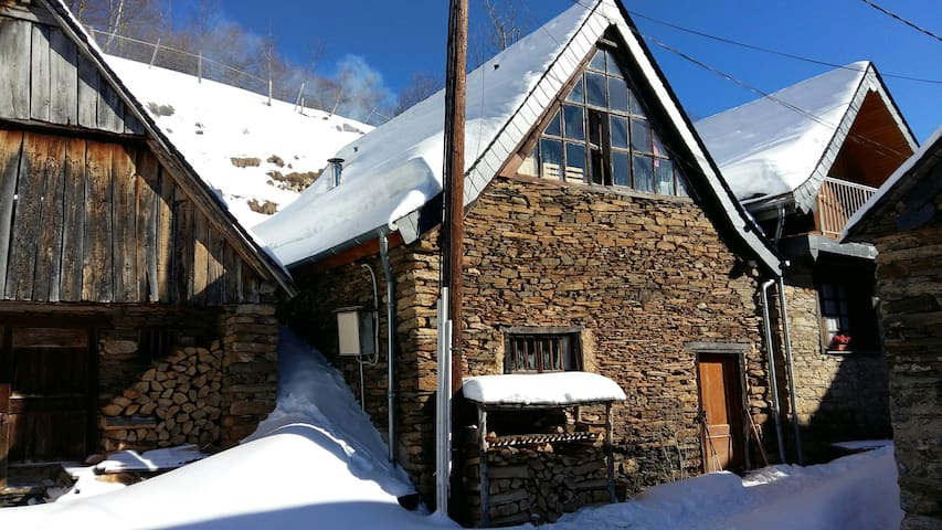 **Cozy stone barn in the Pyrenees  - alt 1100m **