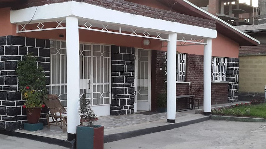 Villa for rent near Edna mall 1km from airport - Addis Ababa - Casa