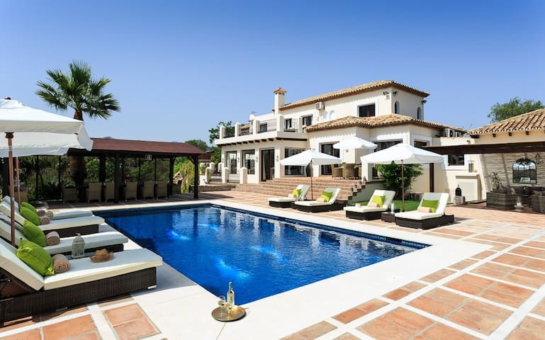 Luxurious  Staffed villa with Private heated pool and Free WIFI - Estepona - Villa