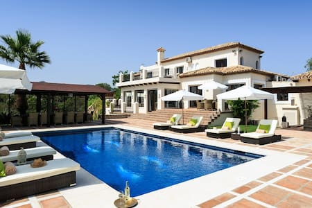 Luxurious Staffed 5 bedroom Villa, Andalucia, Spain - エステポナ