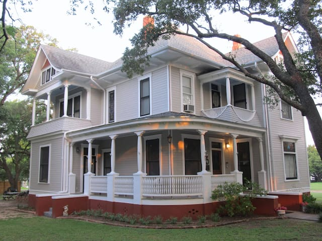 The Pin Oak Bed and Breakfast