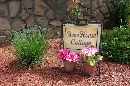Stone House Cottage - on Oneida Lake, Upstate, NY - Brewerton - Bungalow
