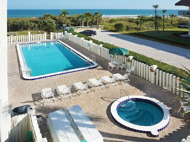 Direct Oceanfront Condo! Beautifully Remodeled! - Cape Canaveral - Apartament