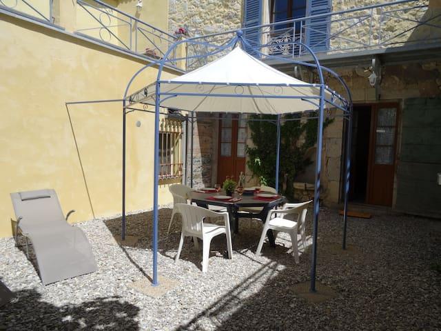 Gîte-appartement dans maison ancienne - Castellane - Appartement