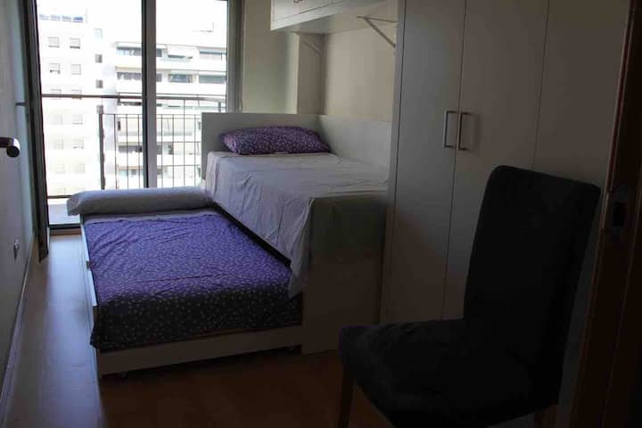 Cozy double room wth private bathroom in Barcelona