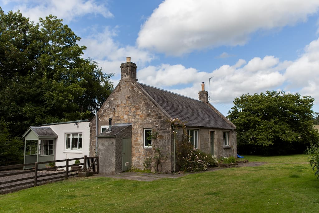 Family Friendly Spacious Balgonar Cottage Cottages For