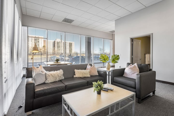Spacious Suite Just Steps Away from SLU