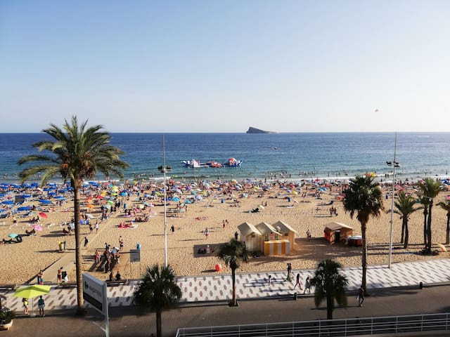LEVANTE BEACH SEAFRONT BLUELINE STUDIO