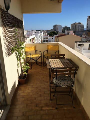 Varanda com excelente panorama sobre a baixa de Faro e a Ria Formosa.