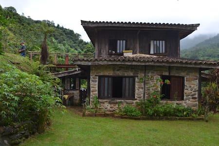 Casa de Pedra - Ubatumirim
